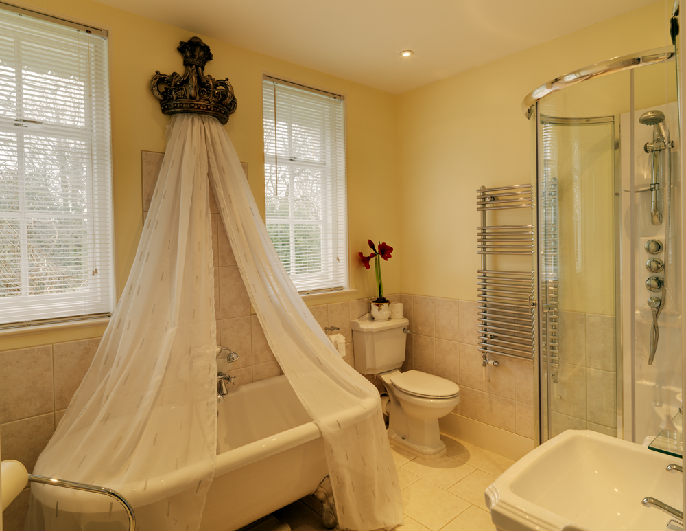 Royal Military Bathroom Saltcote Place Rye Bed and Breakfast
