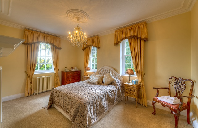 Avenue Suite looks down Saltcote Lane at the from of the house, it has a lovely bath and a great shower